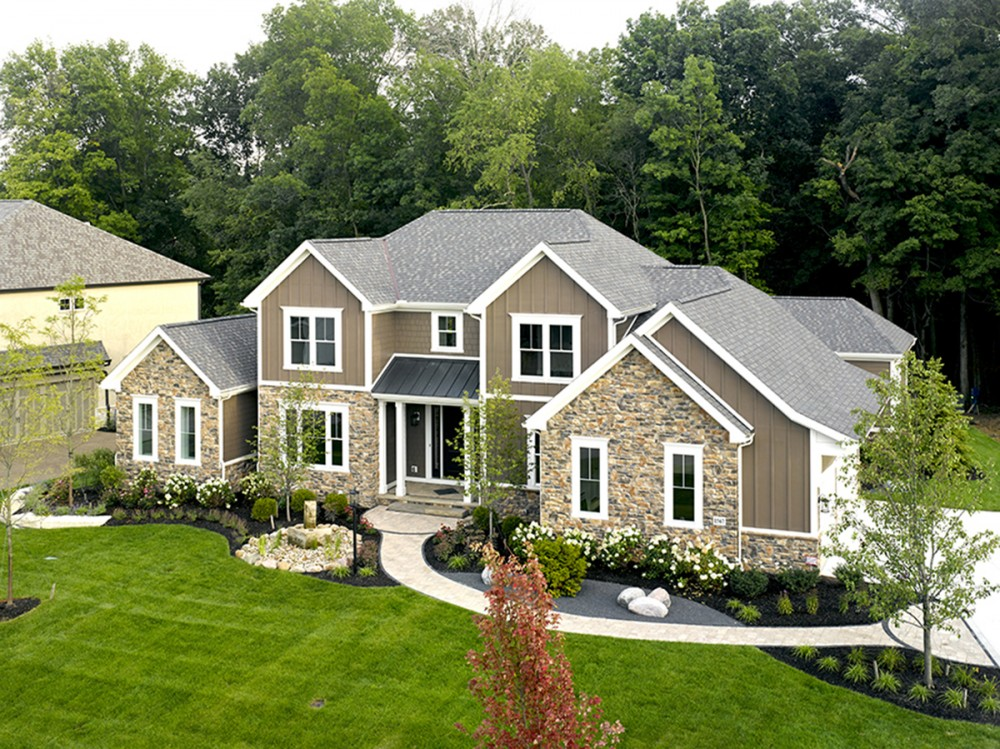 Photo By Weaver Custom Homes.