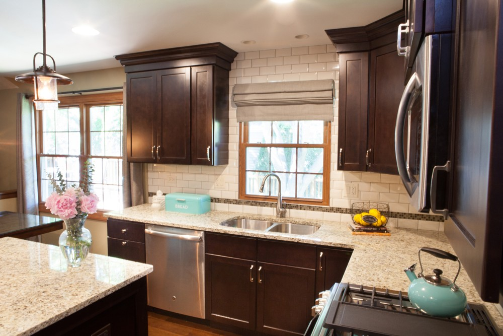 Photo By Advance Design Studio, Ltd.. Simply Smart Kitchen In Hoffman Estates
