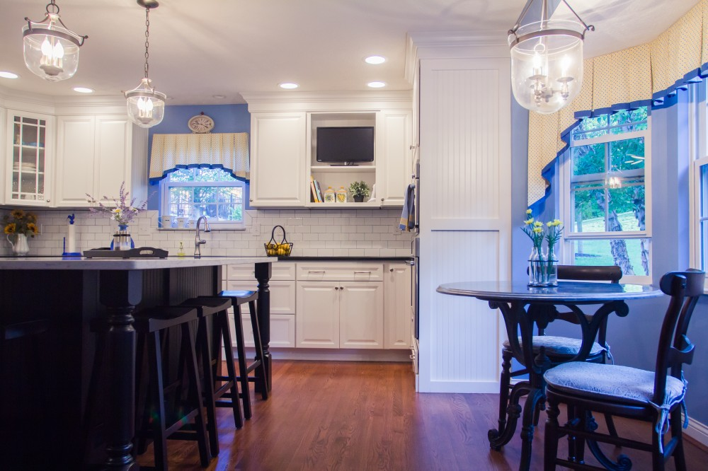 Photo By Legacy Builders Group. Bright Kitchen