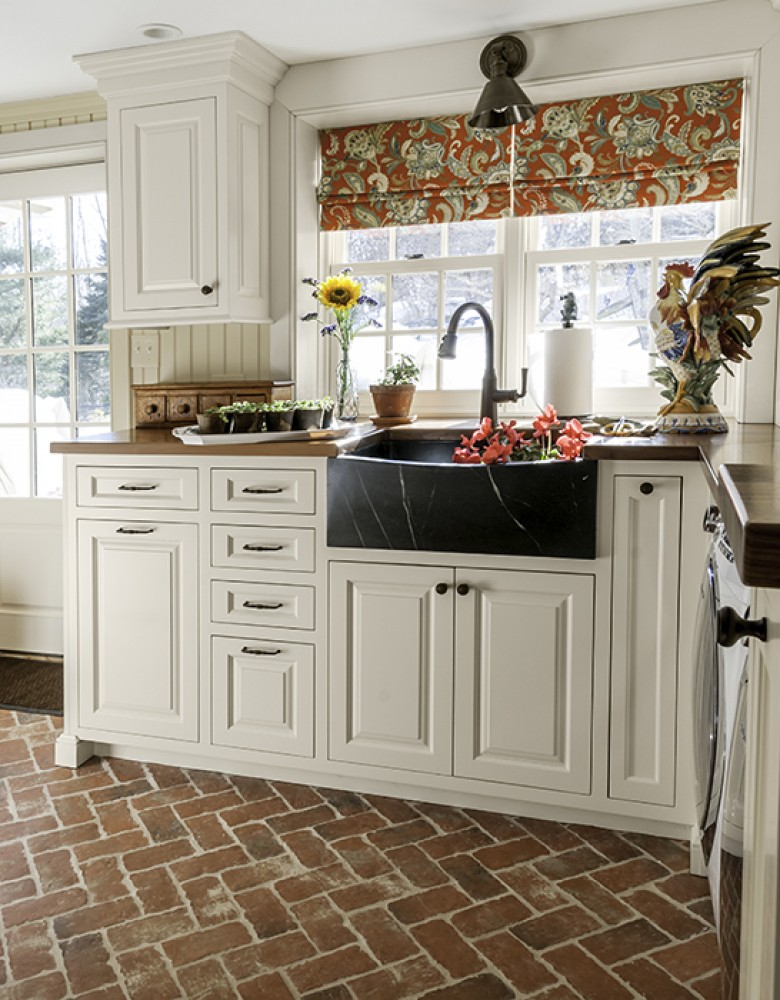 Photo By Aston Black. Farmhouse Kitchen