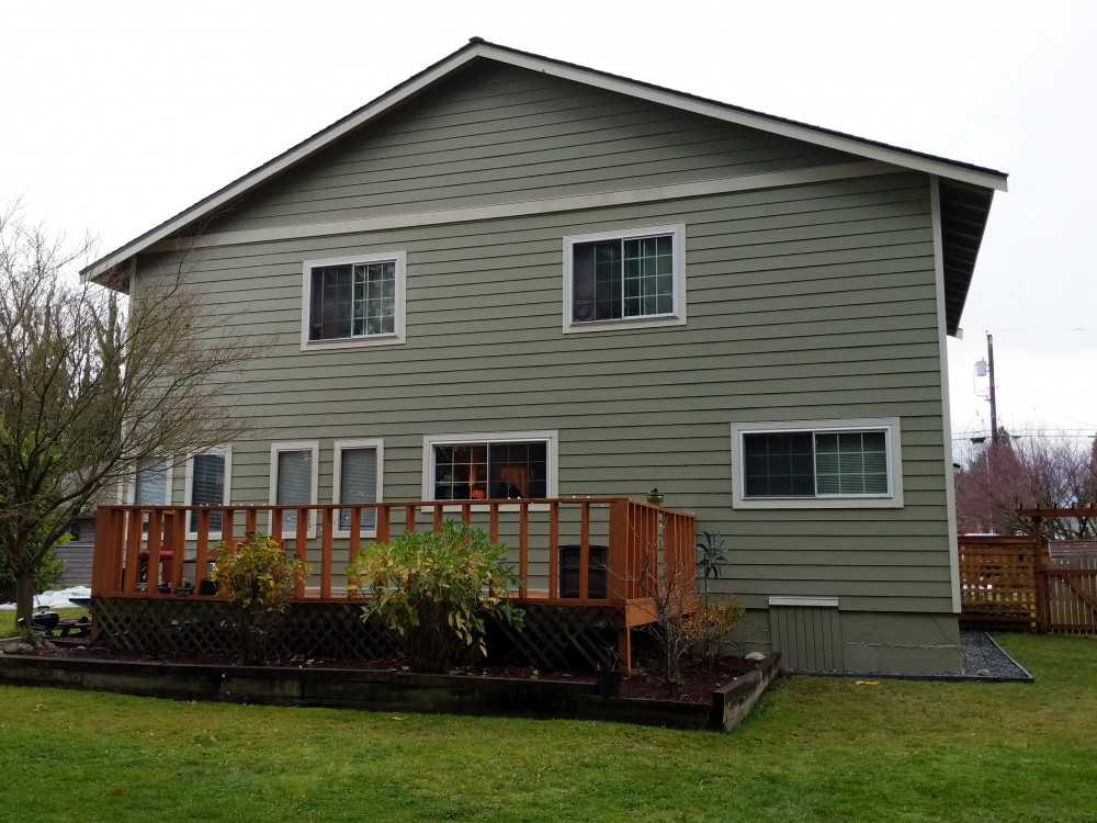 Photo By Masters Exteriors. James Hardie - Body Heathered Moss/Trim Sail Cloth