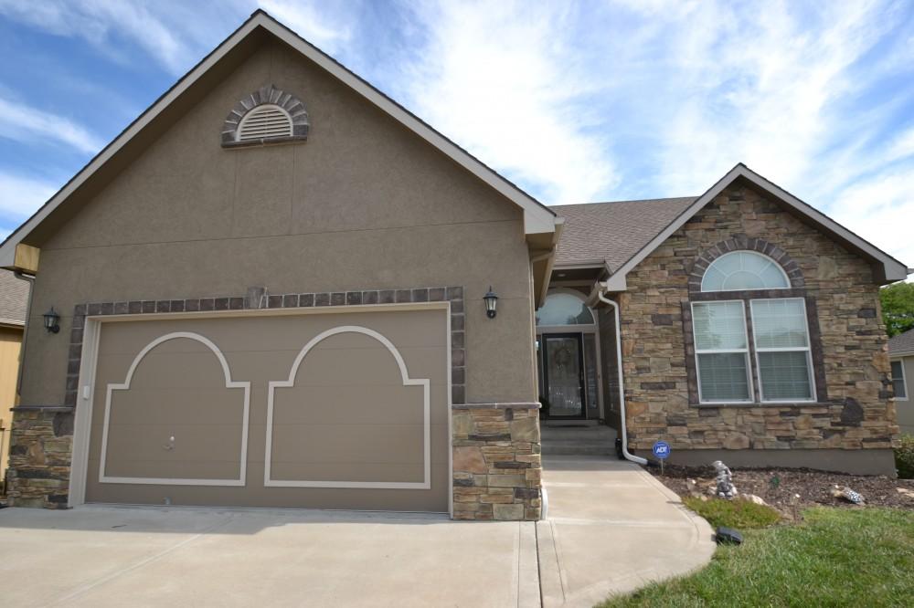 Photo By Johnson County Siding & Window Co.. Acrylic Stucco Siding Installation In Kansas City By Johnson County Siding & Window Co., Inc.