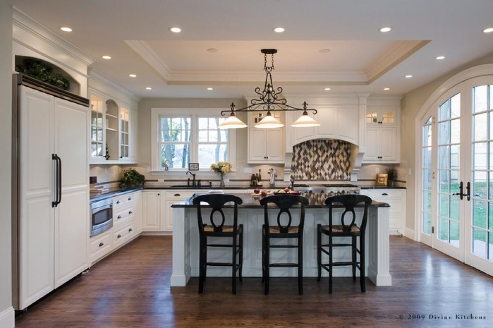 Дизайн потолка для кухни в частном доме