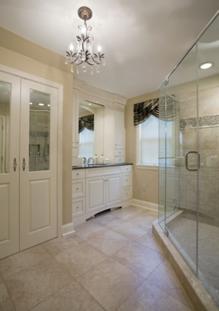 Photo By Creative Contracting, Inc.. Master Bathroom