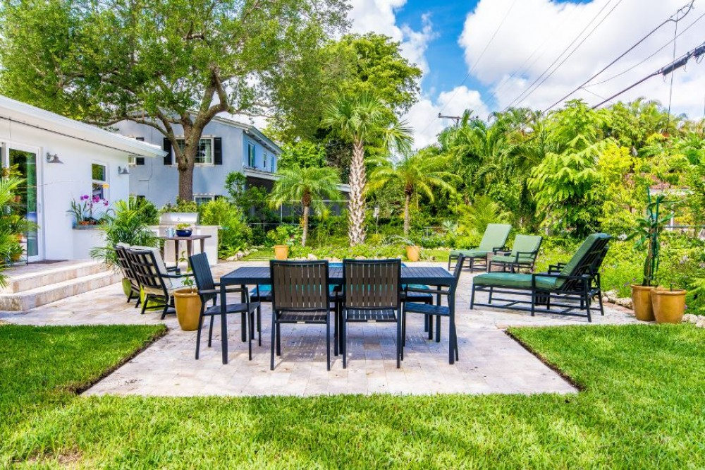 Photo By Habify. Coral Gables Mid-Modern