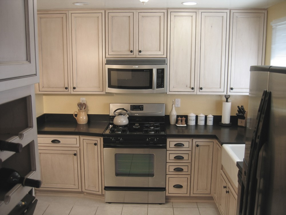 Photo By The Kitchen Crafter. Small Kitchen, Granite Counters