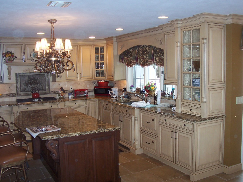 Photo By Kuhn Construction, Inc.. Kitchens By KCI